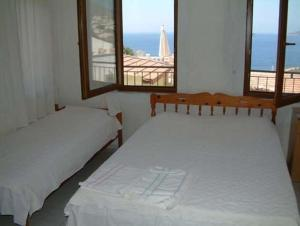 A bed or beds in a room at Kalkan Gül Pension