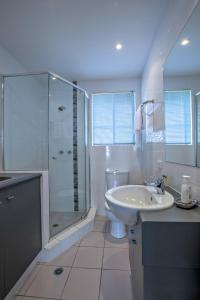 Un baño de Adelaide DressCircle Apartments - Childers Street