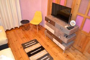 Uma televisão e/ou sistema de entretenimento em Apartment Secession Style