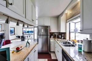 A kitchen or kitchenette at Awesomesaucebeachhouse III