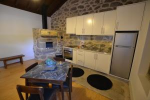 A kitchen or kitchenette at Casas de Porto Bom