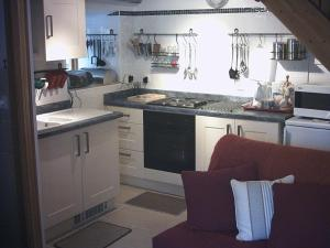 A kitchen or kitchenette at Le Biscottage Arcy-sur-Cure