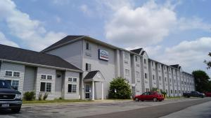 Picture of Bridgepointe Inn & Suites Toledo-Perrysburg-Rossford-Oregon-Maumee