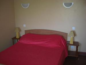 A bed or beds in a room at Guéraçague Etcheverry Garaya