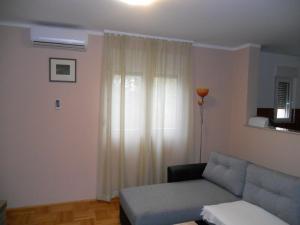 A seating area at Apartment Tarik