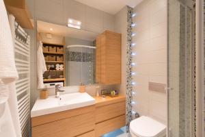 O baie la LikeHome Apartment Aida