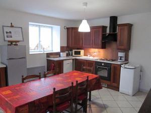 Kuchyň nebo kuchyňský kout v ubytování Gite la ruche