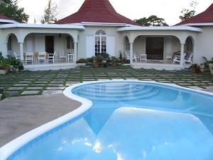 Runaway Bay Vacation Villa