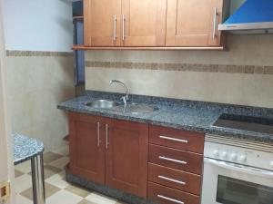 A kitchen or kitchenette at Frontbeach apartment in los Boliches