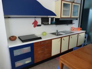 A kitchen or kitchenette at Appartamento Lago Maggiore