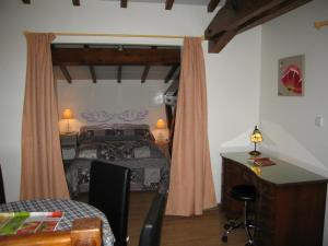 """A bed or beds in a room at """"Côté plage"""""""