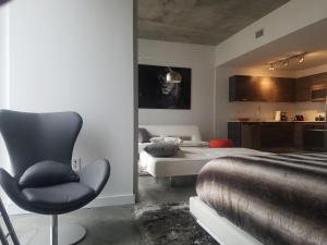 A seating area at Downtown Miami Deluxe Apartment