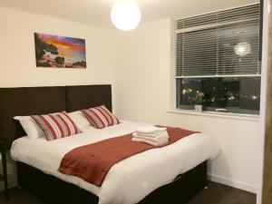 A bed or beds in a room at Stratford Luxury Apartments