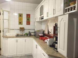 A kitchen or kitchenette at Apartamento 5 estrellas en Centro Histórico de Lima