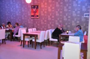 Een restaurant of ander eetgelegenheid bij Kleopatra South Star Apart