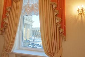 Apartment with Kazan Cathedral View
