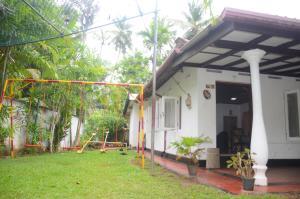 Dinethya Holiday Home