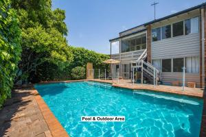 The swimming pool at or near Greenwich Garden Apartment