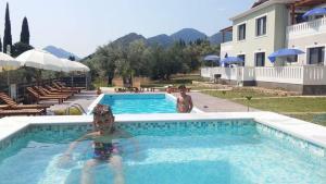 Πισίνα στο ή κοντά στο Golden Sun Villas