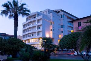 Hotel Sina Astor