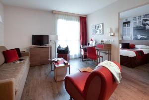 A seating area at Aparthotel Adagio Aix-en-Provence Centre