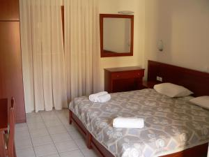 A bed or beds in a room at Hotel Argo
