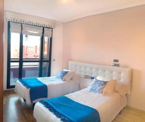Cama o camas de una habitación en Apartamentos Vitoria