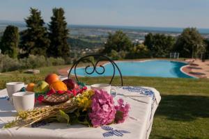 The swimming pool at or near Frantoio di Corsanico