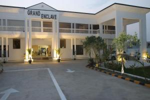 Grand Enclave