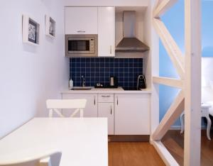 A kitchen or kitchenette at Rossio Apartments