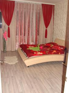 Кровать или кровати в номере Апартаменты на Чехова