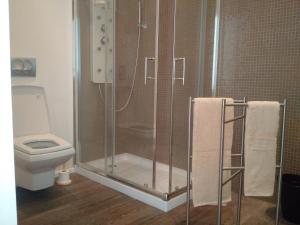 A bathroom at Gardenia Aparthôtel