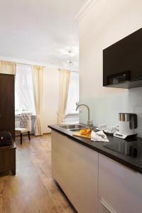 A kitchen or kitchenette at Aparthotel Wodna