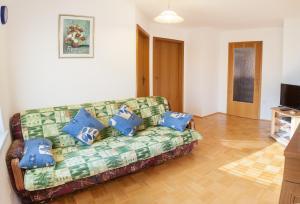 Predel za sedenje v nastanitvi Apartments Bar Lovec