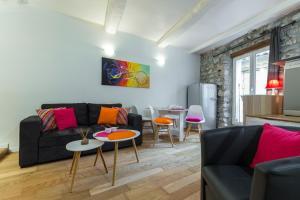 A seating area at Duplex Mattoni