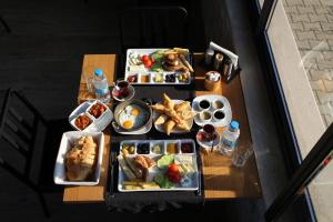 Breakfast options available to guests at Cayir Cimen Tatil Evleri