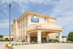 Picture of Days Inn and Suites Russelville