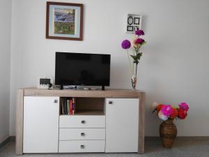 A television and/or entertainment center at Velez Nazari Cambriles