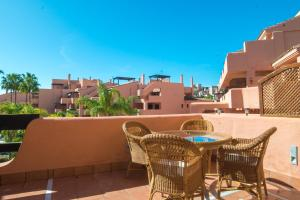 A balcony or terrace at Mar Azul ApartHotel