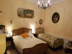 A bed or beds in a room at Gite Le Château de Mouzay