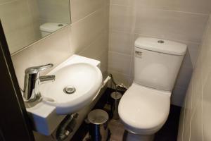 A bathroom at Frantzi Apartment