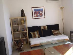 A seating area at Maja's Apartment