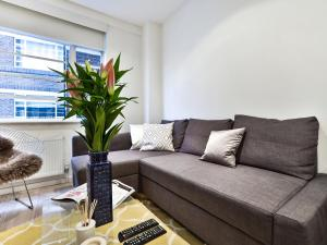 A seating area at Luxury Apartment South Kensington