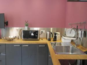 A kitchen or kitchenette at 8 Colonne Apartments