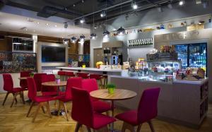 Restorāns vai citas vietas, kur ieturēt maltīti, naktsmītnē Park Inn by Radisson Residence Riga Barona