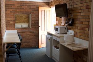 巴卡鲁汽车旅馆 (Buckaroo Motor Inn)