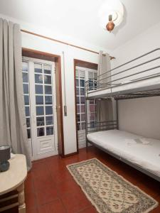 A bunk bed or bunk beds in a room at Casa no Rossio