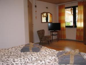 Ліжко або ліжка в номері Ferienwohnung Arnold