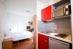 Een keuken of kitchenette bij Zola Park