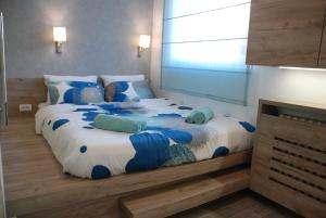 A bed or beds in a room at City Center Luxurious Apartment